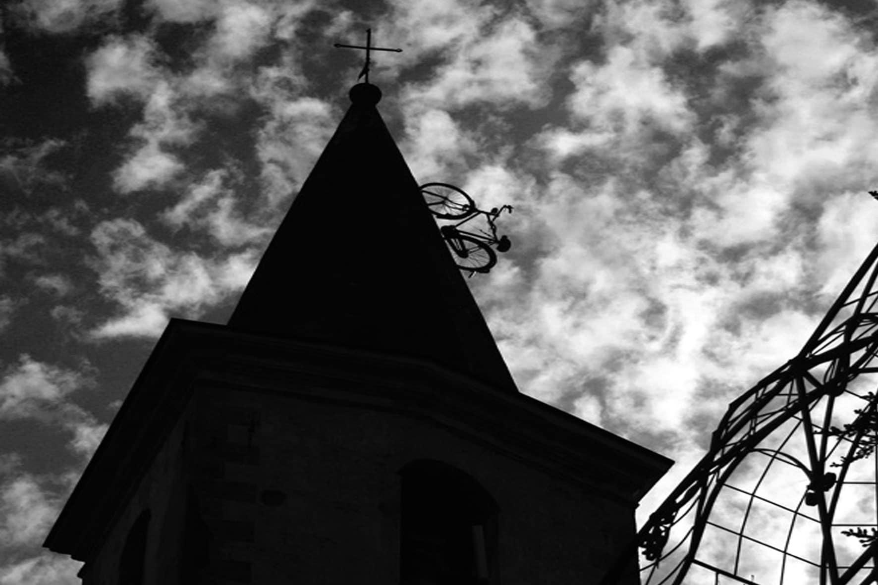 Apricale bici sul campanile Sergio Bianco