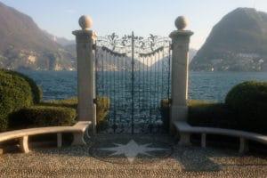 Cancello sul lago di Lugano e loggia sul mare.