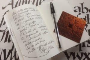 La scrittura manuale e la somma abilità di premere un tasto