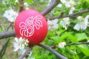 Uovo rosso, simbolo di fertilità e rinascita